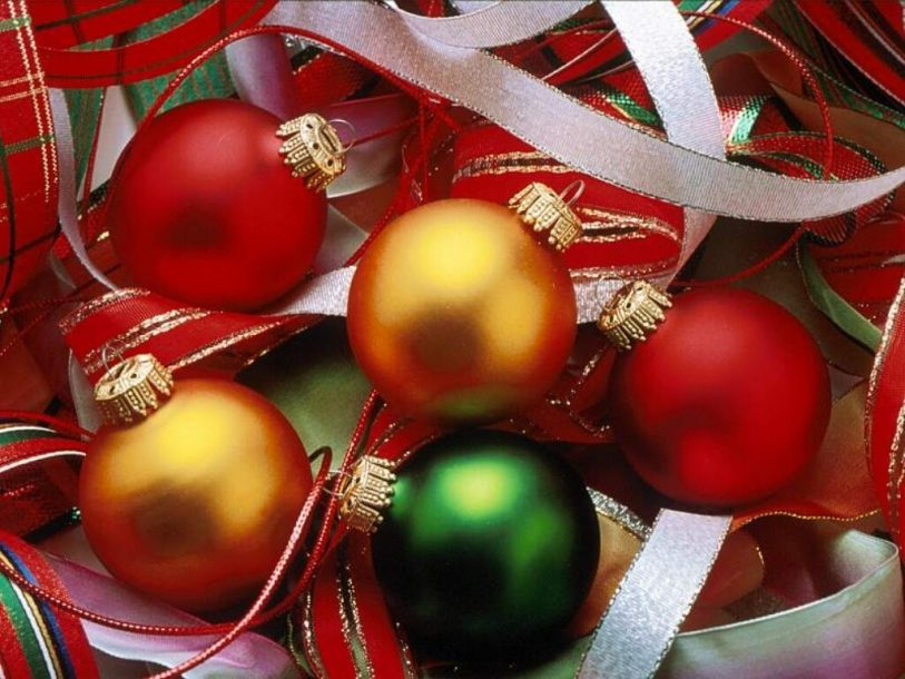 Christmas colored globes wallpaper