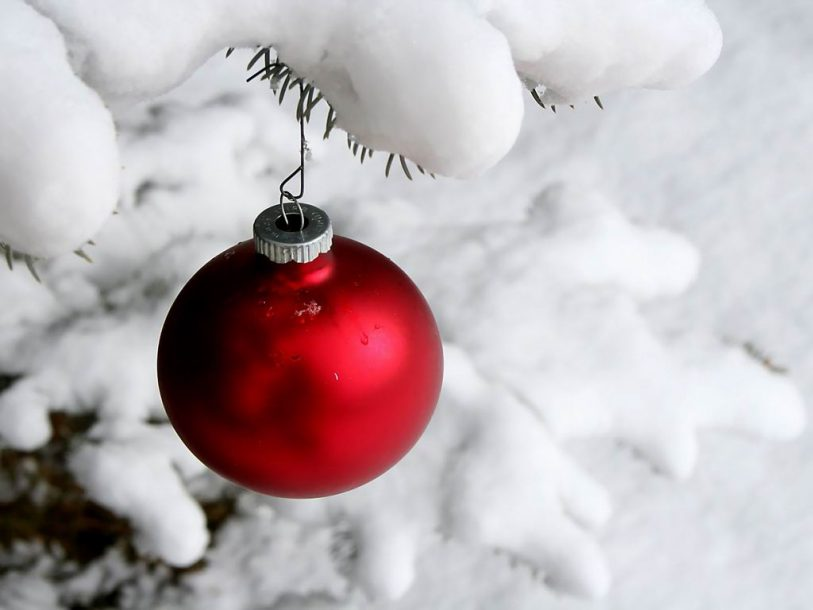 Christmas red ornament wallpaper